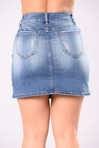 Run This Squad Skirt - Medium Wash