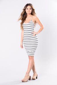 Next In Line Dress - Ivory/Navy