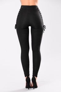 Hooked Up On A Feeling Pant - Black