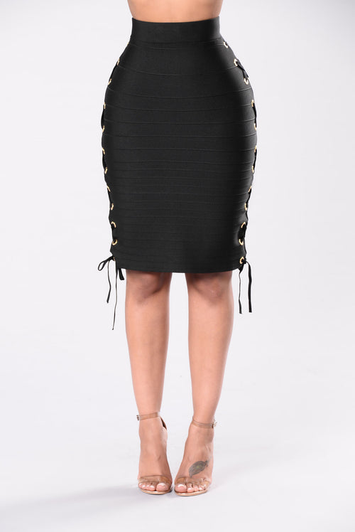 Bring The Paparazzi Skirt - Black
