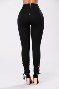 Never Mistaken Pants - Black