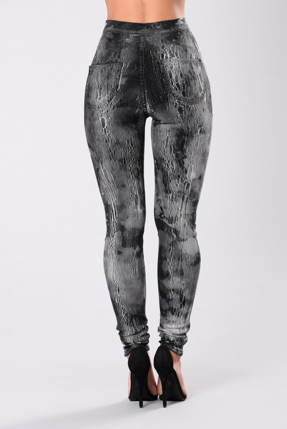 Gone For A Minute Jeans - Black