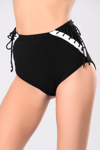 Most Wanted Shorts - Black