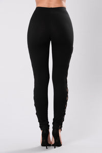 Working For It Leggings - Black Angle 4