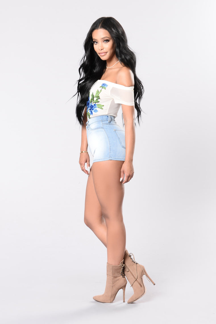 Crowd Pleaser Denim Shorts - Light Blue