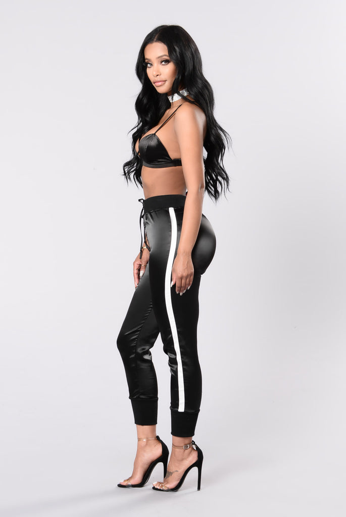 Keep You In Line Pants - Black