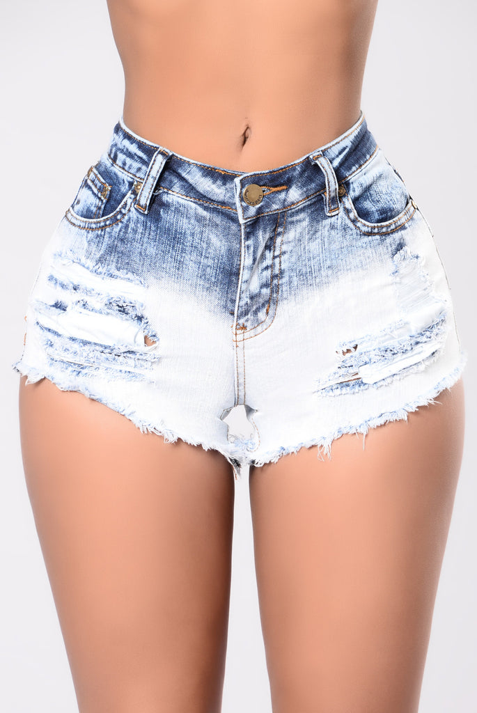 Denim DIY – Dip Dye Bleach Shorts First of a few DIYs for denim that'll I'll be posting about for cheap super looks! I saw these Murua denim shorts and I was in love.