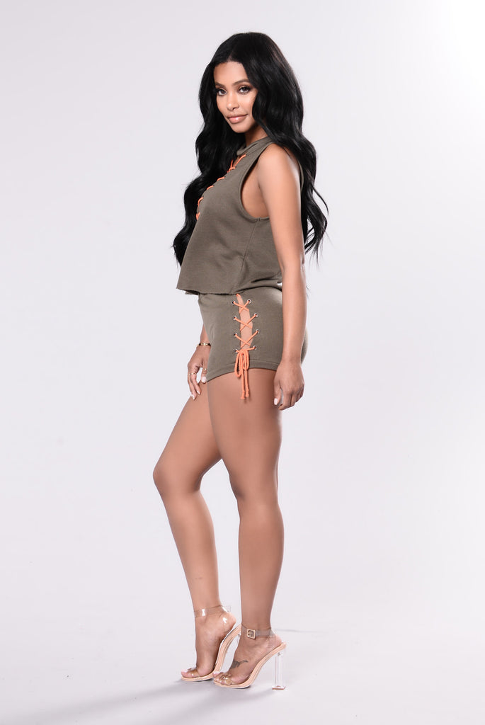 Rush Into It Shorts - Olive/Orange