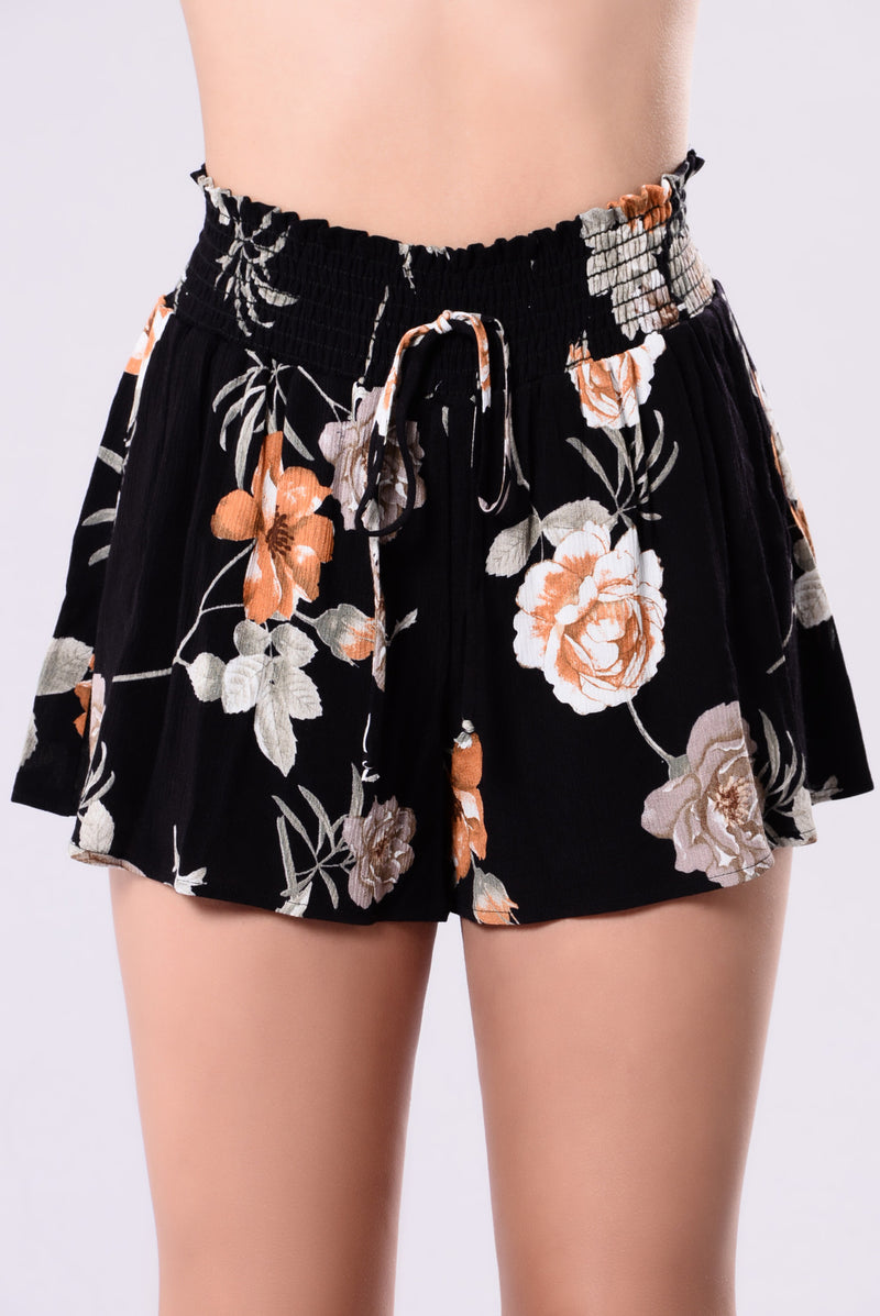 Tropics Days Short - Black Floral