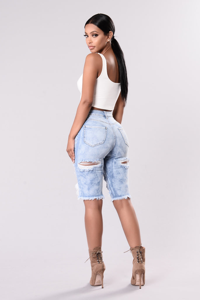 Find Me In Paradise Shorts - Light