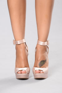 Queen Me Heel - Blush Angle 2