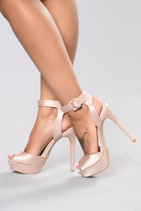 Queen Me Heel - Blush Angle 1