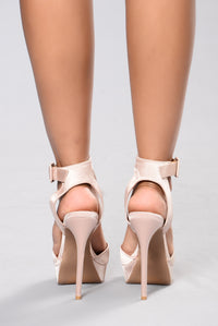 Queen Me Heel - Blush Angle 3