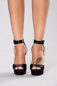 Queen Me Heel - Black