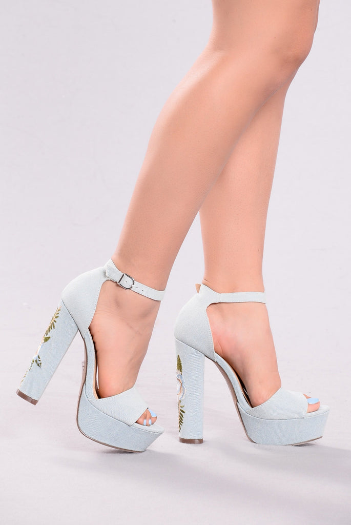 Dandy Lion Platform Heels - Light Denim
