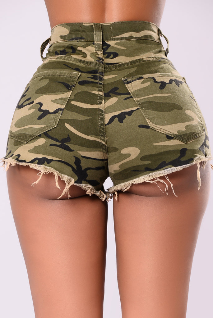 Things You Want To Do Shorts - Camo/Red