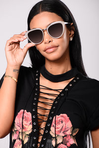 Isla Sunglasses - Grey/Pink