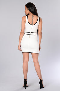Caught in My Web Dress - White/Black Angle 8