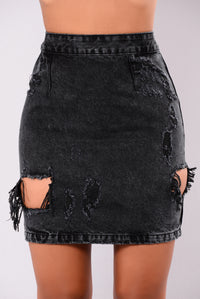 Who This Skirt - Black