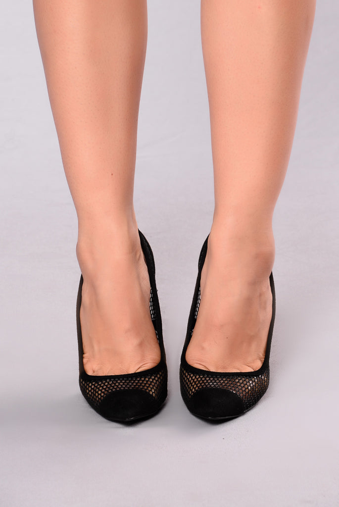 Meshy And Pointy Pump - Black