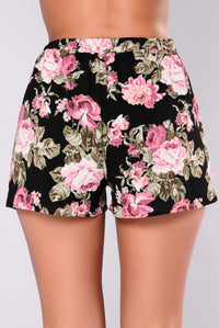 Jenessa Floral Shorts - Black