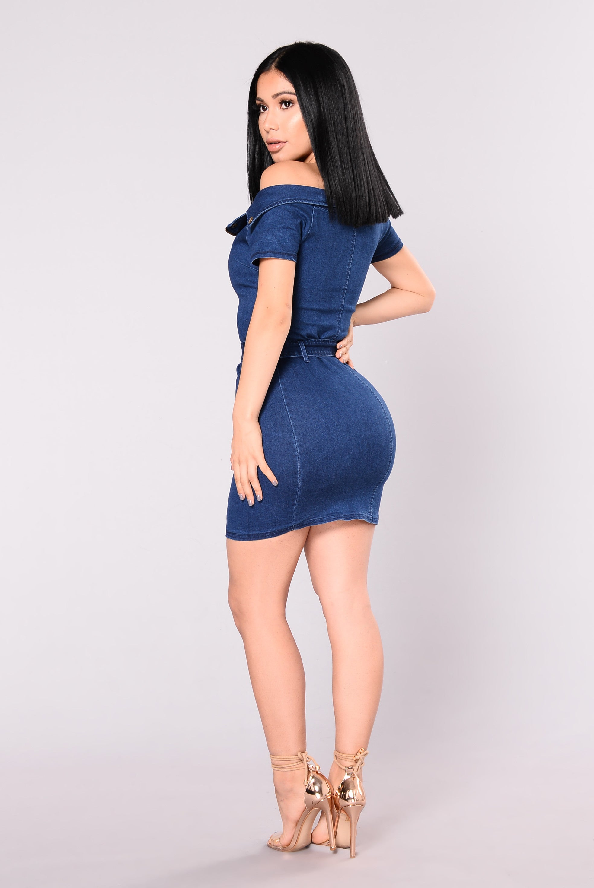 There s nothing like a form-fitting pair of pants, and from casual to dressy, denim to lounge, Red Dress has a wide selection of pleasing pants.