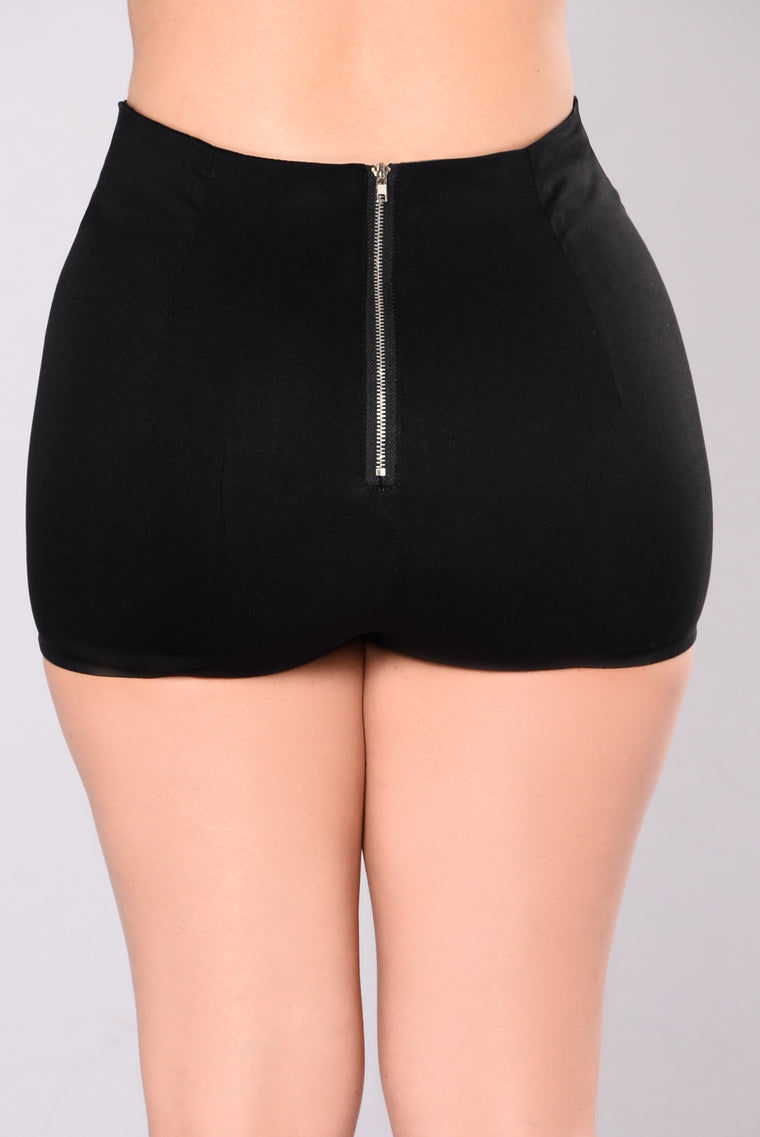 A Trace Of Lace Shorts - Black