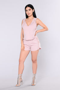 Got Your Hands Full Shorts - Pale Pink