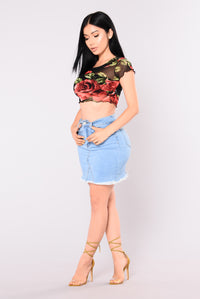 Vivir Rose Mesh Crop Top - Black/Red