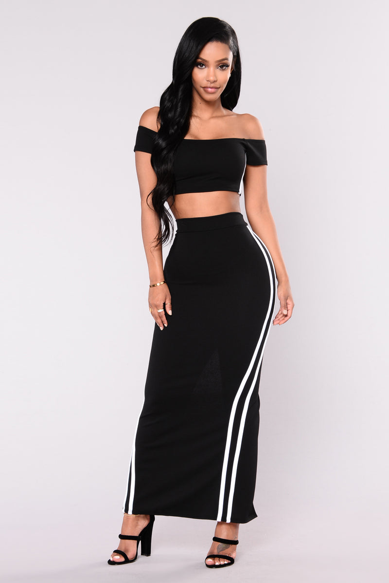 Ice Rink Striped Skirt - Black/White