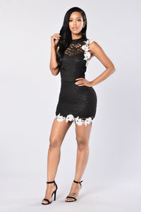 Lacey Dreams Dress - Black Angle 4