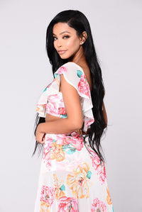 You Can Sit With Us Top - Ivory/Floral