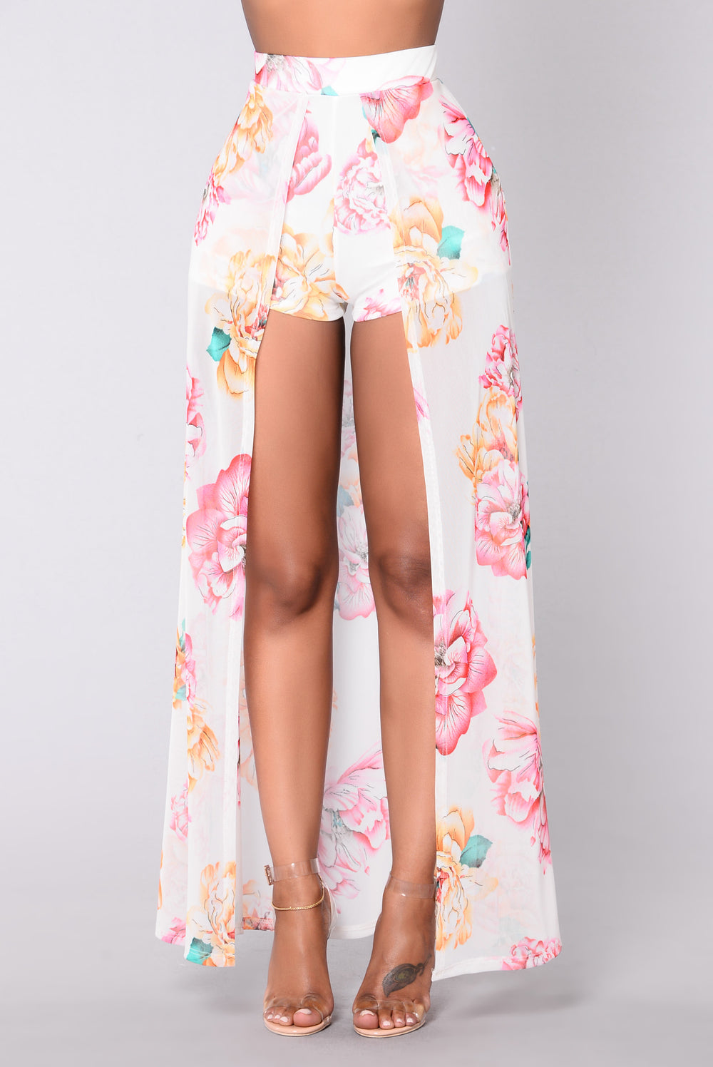 You Can Sit With Us Shorts - Ivory/Floral