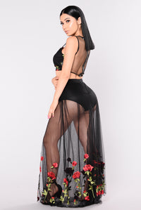 Bandera Rose Set - Black/Red