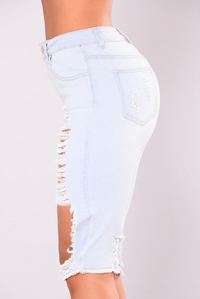 Drag Out Bermuda Shorts - Light Blue