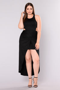 Aillse Maxi Dress - Black