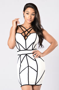 Caught in My Web Dress - White/Black Angle 2