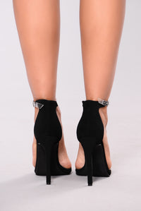 Mysterious And Fine Heel - Black