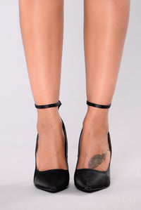 Pamela Pump - Black