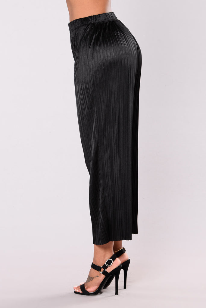 Carmella Pleated Pants - Black