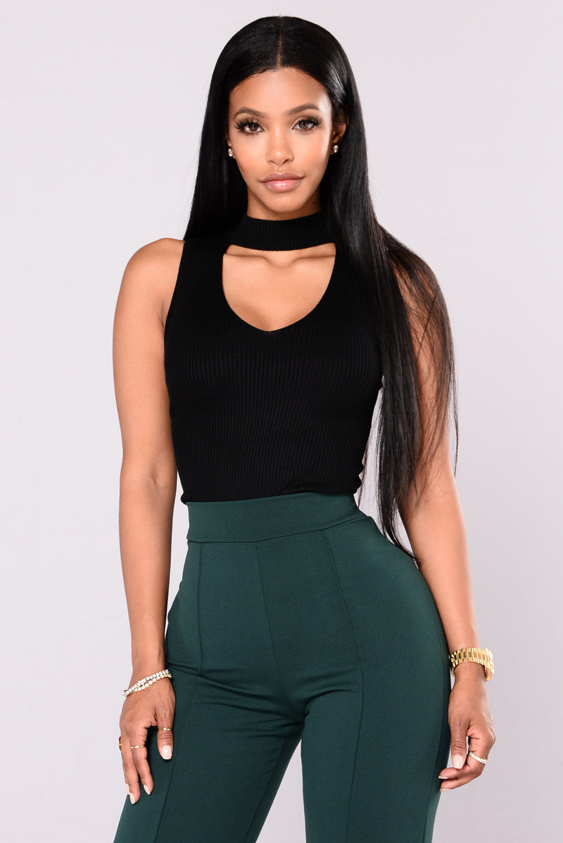 Ella Sleeveless Choker Neck Sweater Top - Black
