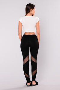 Strength Mesh Leggings - Black Angle 5