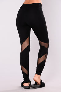 Strength Mesh Leggings - Black Angle 2