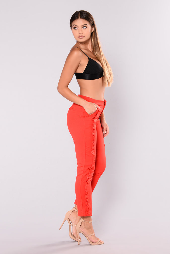 Caliente Ruffle Pants - Red