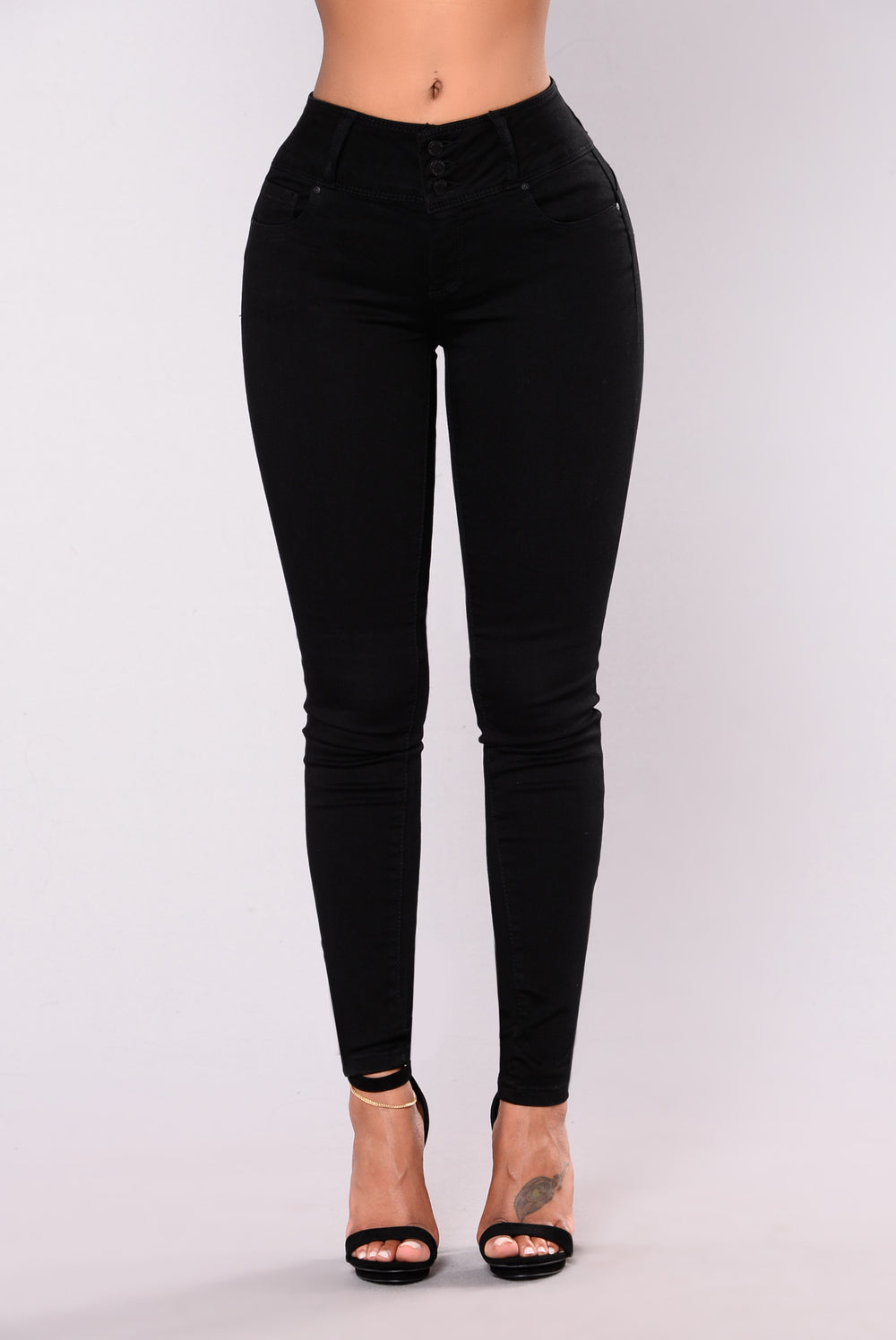 Round Of Applause Booty Shaped Jeans - Black