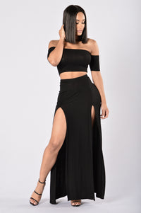 Queen of Everything Skirt - Black Angle 2