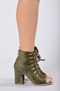 Don't Tie Me Down Heel - Olive