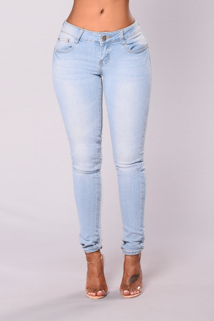 Notice Me Skinny Jeans - Light Wash