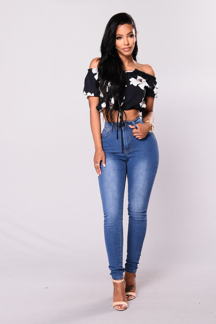 Belinda Top Crop Top - Navy/Floral