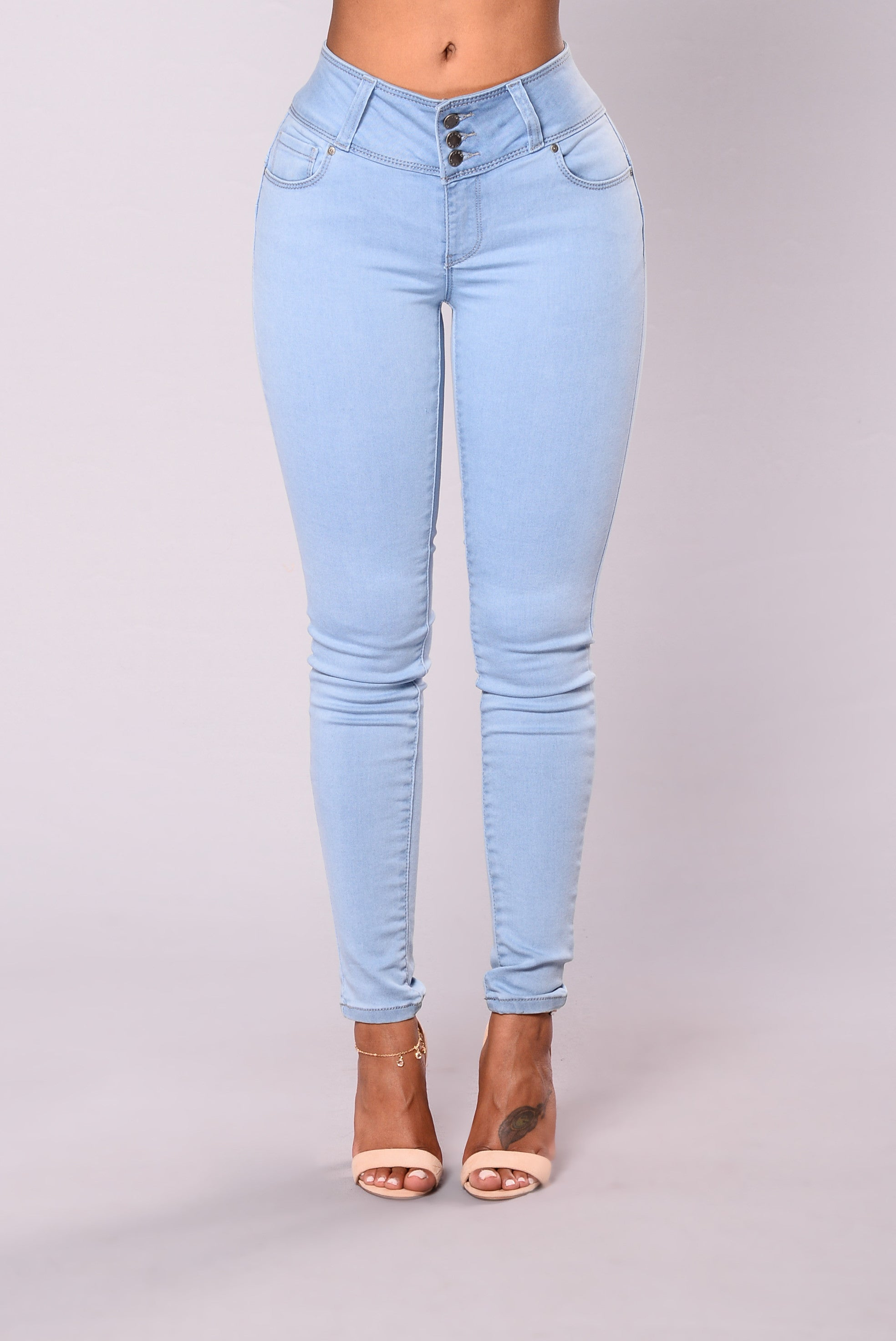 Round booty in jeans-5402